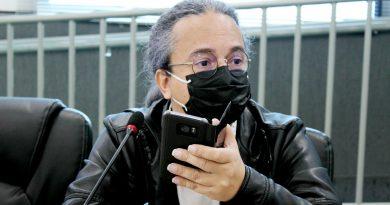 Repúdio   Câmara aprova projeto de lei com proibição do uso de celular por Servidores